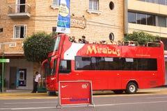 Bus facente un giro turistico di Mirabus in Miraflores, Lima, Perù Fotografia Stock Libera da Diritti