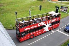 Bus facente un giro turistico nello sseldorf del ¼ di DÃ Fotografia Stock