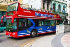 Bus facente un giro turistico turistico a vecchia Avana Fotografie Stock Libere da Diritti
