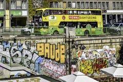 Bus facente un giro turistico a Vienna fotografia stock libera da diritti