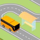 Bus isometrico che arriva alla fermata dell'autobus Fotografia Stock Libera da Diritti