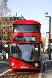 Bus neuf pour Londres Images stock
