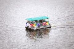 Bus pubblico dell'acqua Fotografia Stock Libera da Diritti