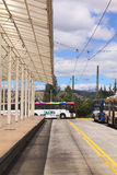 Bus pubblico locale con il segno di Quito dal lato a Quito, Ecuador Fotografie Stock