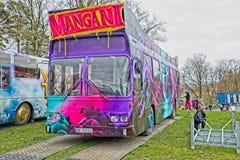 Bus Russebuss di Russ in città di Halden, del blu della Norvegia e della porpora fotografia stock