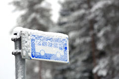 Free Bus Stop Sign In Winter Snow Stock Photos - 83394053