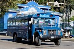 Bus sulla via del La Paz, Bolivia Fotografie Stock Libere da Diritti