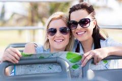Bus touristique d'amis Images stock