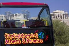 Bus touristique guidé à couvercle serti d'Athens' Image libre de droits