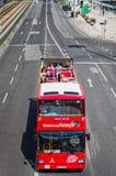 Bus touristique guidé rouge à Lisbonne Photo stock