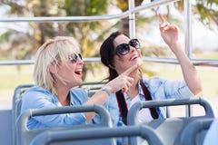 Bus turístico de los turistas Imagen de archivo libre de regalías