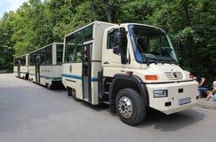 Bus turístico en Plitvice Foto de archivo libre de regalías