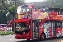 Bus turístico en Singapur Fotos de archivo libres de regalías