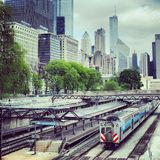 Bus und Zug Chicagos CTA Stockfoto