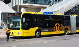 bus yellow Arkivbilder