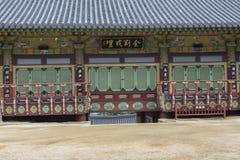 BUSAN - 27 DE OUTUBRO DE 2016: Templo de Beomeosa em Busan, Coreia do Sul imagem de stock
