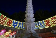 Busan, 4 Korea-Mei, 2017: Samgwangsatempel met lantaarns wordt verfraaid die stock foto's