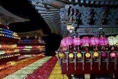Busan, 4 Korea-Mei, 2017: Samgwangsatempel met lantaarns wordt verfraaid die royalty-vrije stock afbeeldingen