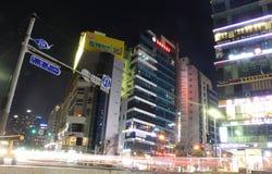 Busan Południowy Korea, Marzec 26th 2015, -: Noc widok kilka główna droga przed plażą i budynki Fotografia Stock
