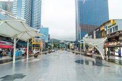 Busan Sydkorea - 11 Juli, 2017: Gatasikt av den Haeundae staden Royaltyfri Fotografi