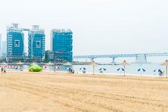 Busan Sydkorea - Juli 11: Gwangan strand en av det populära bet Arkivbild
