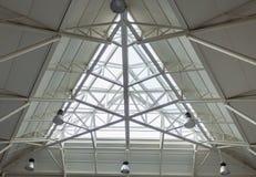 Busbahnhof triangulate Oberlicht lizenzfreies stockfoto