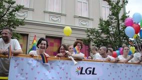 Busballone der homosexuellen Parade stock video footage