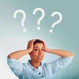 Busca businesslady bonita para soluções aos problemas O co Fotografia de Stock Royalty Free