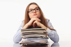 Busca businesslady bonita para soluções aos problemas O engodo Fotografia de Stock