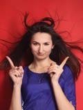 Busca businesslady bonita para soluções aos problemas O engodo Imagem de Stock Royalty Free