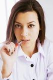 Busca businesslady bonita para soluções aos problemas O engodo Fotos de Stock