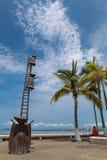 Buscando para la estatua de la razón en Puerto Vallarta, México Imagenes de archivo