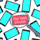 Buscando para la mejor lupa elegante del teléfono muchos teléfonos Imagen de archivo