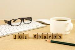 Buscar el empleo con búsqueda de trabajo Imágenes de archivo libres de regalías