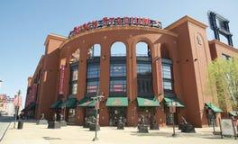 Busch Stadium i stadens centrum St Louis Arkivbild