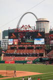 Busch Stadium - St. Louis Cardinals. Downtown ballpark and scoreboard of the Cardinals, with the city skyline and Gateway Arch Stock Images