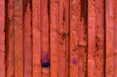 Buse och rostig för metallyttersida för korrugerat järn röd närbild Arkivbilder