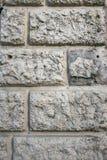 Busen texturerade murbrukväggbeläggningen, efterföljd av stenmurverket Abstrakt grå patchy bakgrund Royaltyfria Bilder
