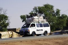 Bush-Taxi nach Burkina Faso zu Koupela Stockbild