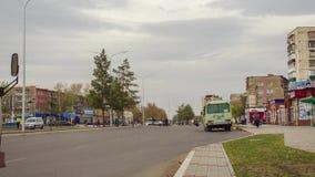 Bushalte in de stad stock videobeelden