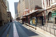Bushaltestelle im zentralen Geschäftsgebiet, Johannesburg, Südafrika stockfotografie