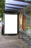 Bushaltestelle-Reklameanzeige Stockfoto