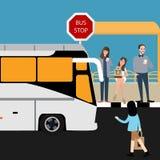 Bushaltestelleleute, die Inline-Reisestadtöffentlichen transport warten Stockfotografie