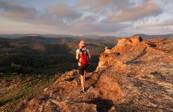 Bushwalking de blåa bergen fotografering för bildbyråer