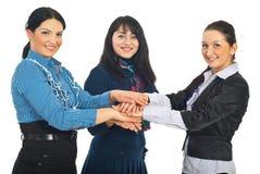 busienss вручают совместно соединенных женщин Стоковая Фотография