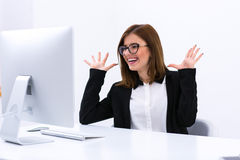 Busiensswoman sitting at her workplace in office Royalty Free Stock Images