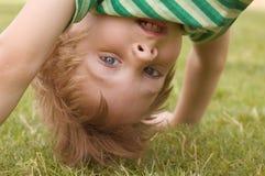 busig pojke Fotografering för Bildbyråer