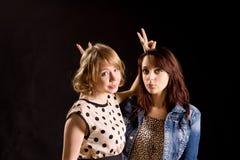 Busiga unga kvinnor Fotografering för Bildbyråer