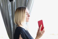 Busines woman talking smartphone mobile phone. In cafe lifestyle Royalty Free Stock Images