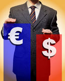Busineshowss l'intervalle entre le dollar et l'euro Images libres de droits